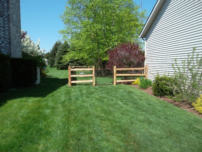 Residential Vinyl Chain Link Fencing1