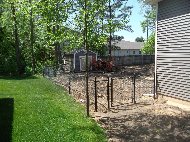 Residential Vinyl Chain Link Fencing4