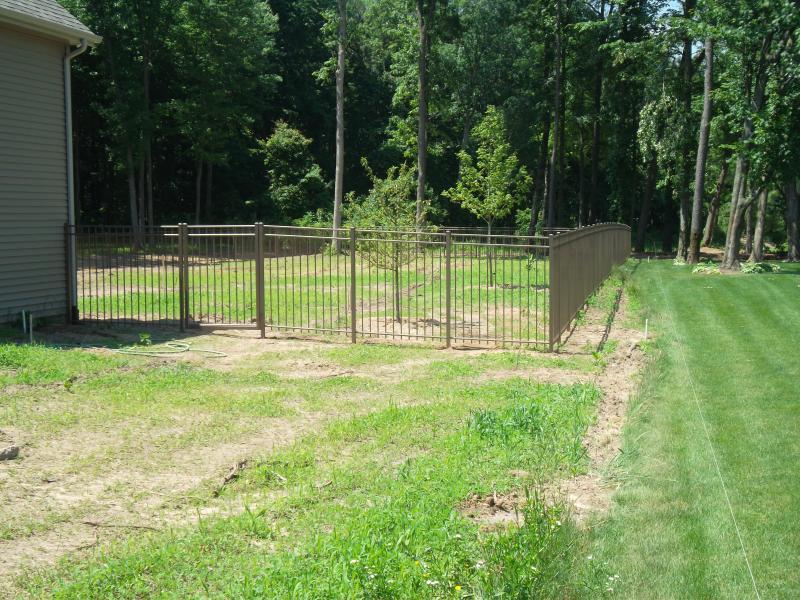 Residential Aluminum Fencing18
