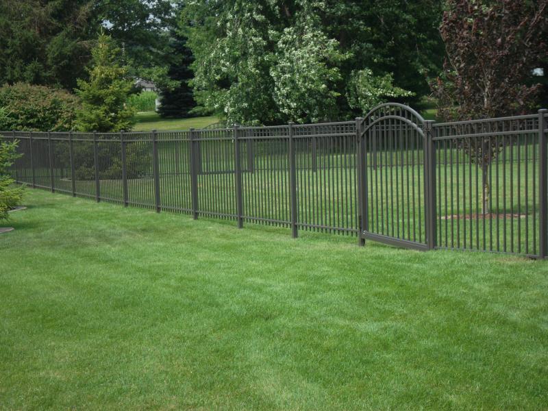 Residential Aluminum Fencing4