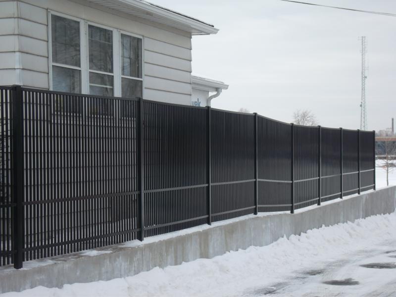 Residential Aluminum Fencing27