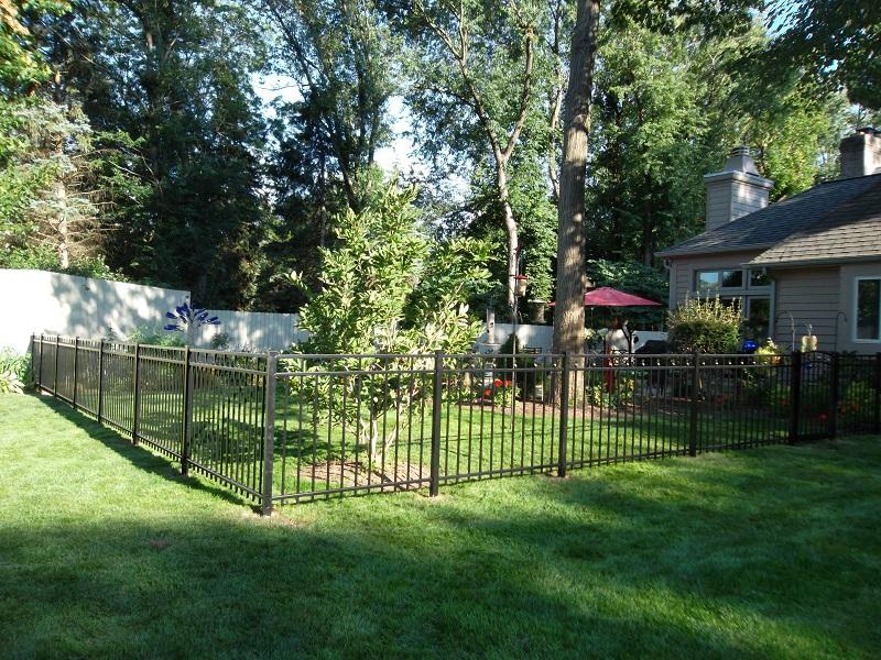 Residential Aluminum Fencing7