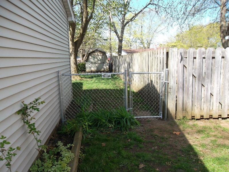 Residential Chain Link Fencing12