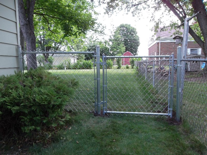 Residential Chain Link Fencing9
