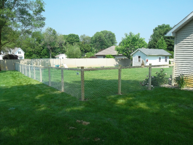Residential Chain Link Fencing18