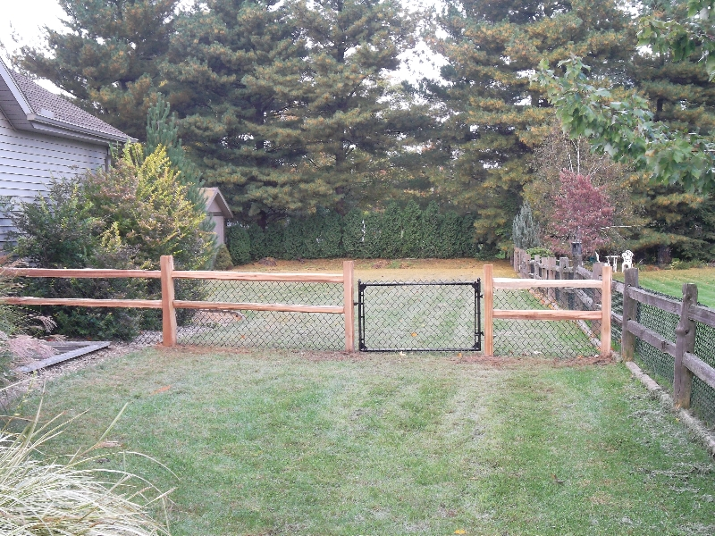 Residential Vinyl Chain Link Fencing22