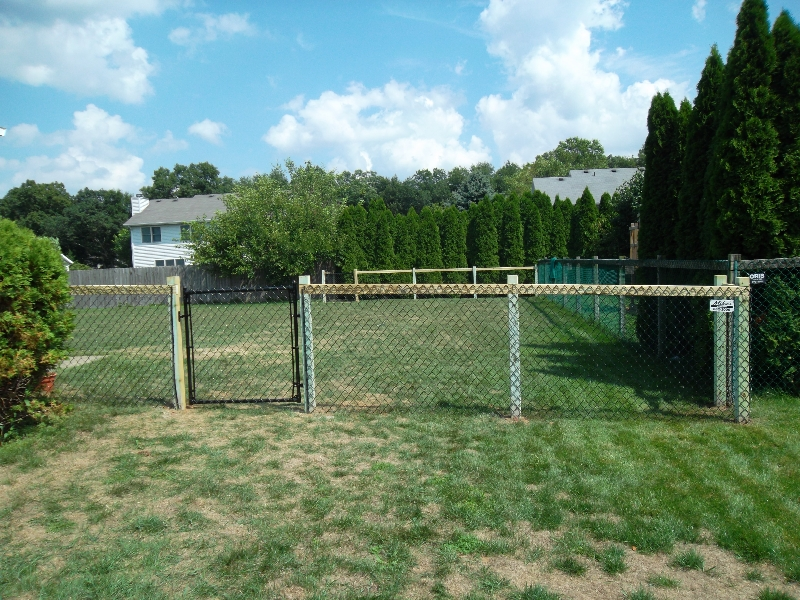 Residential Vinyl Chain Link Fencing26