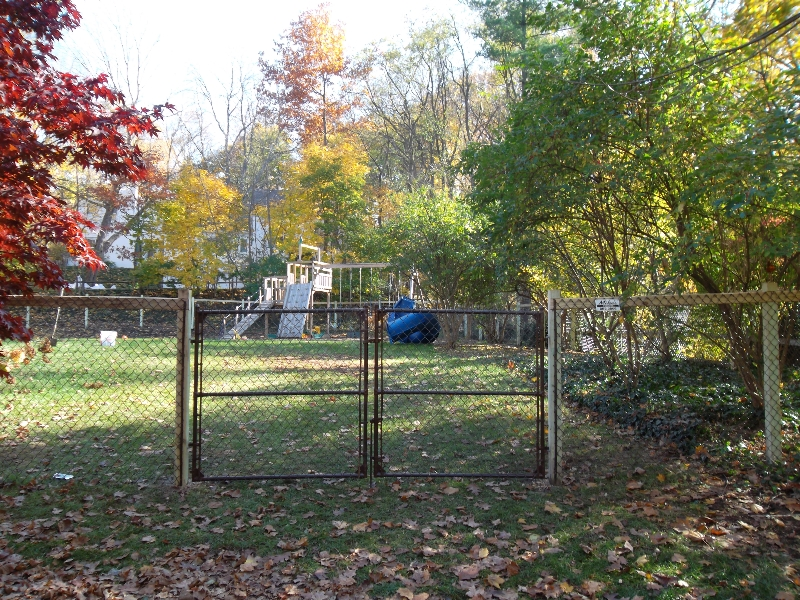 Residential Vinyl Chain Link Fencing30