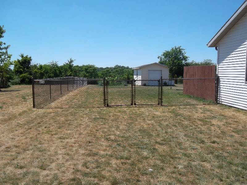 Residential Vinyl Chain Link Fencing13