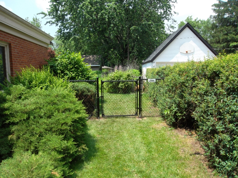 Residential Vinyl Chain Link Fencing31