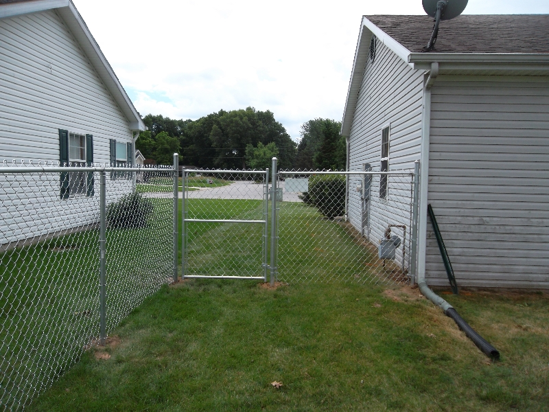 Residential Chain Link Fencing25